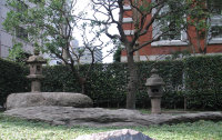 大岡越前守の石灯籠